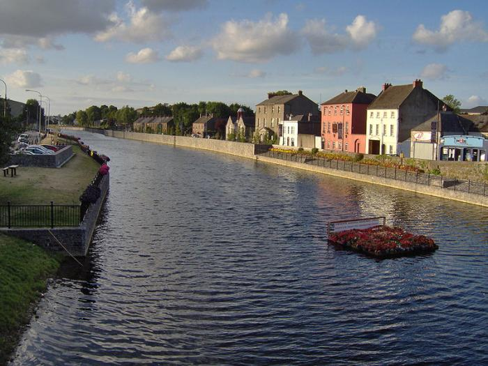 The River Nore (Irish: An Fheoir)[2] is a 140-kilometre (87 mi) long river located in south-east of Ireland. Along with the River Suir and River Barrow